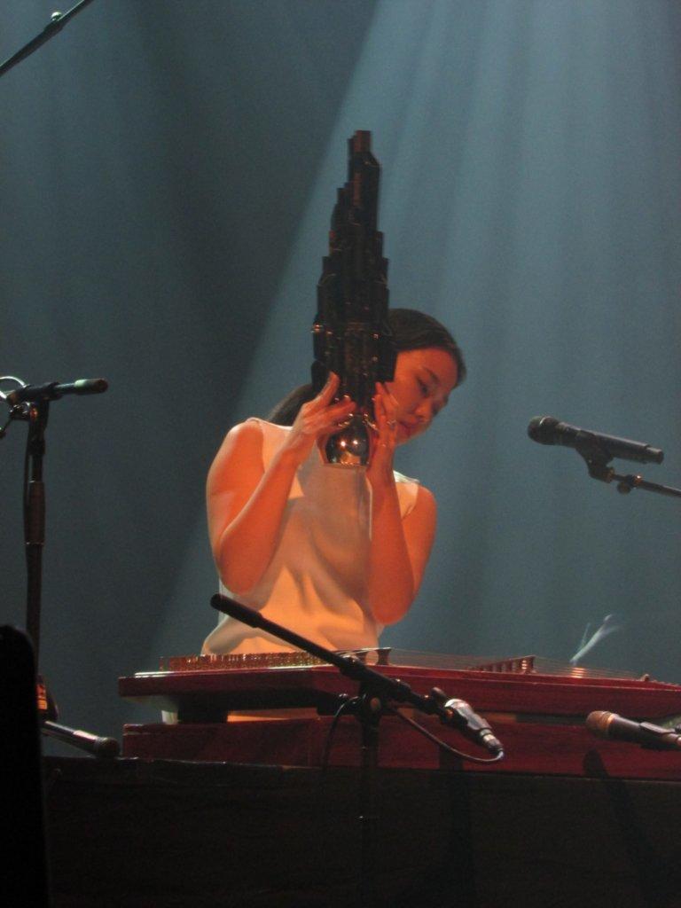 Jiha Park et son drôle d'instrument à vent!