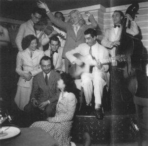 André Hodeir avec Django et Joseph Reinhardt. Gérard Lévêque à la clarinette, Jean Storne à la contrebasse. 1943.