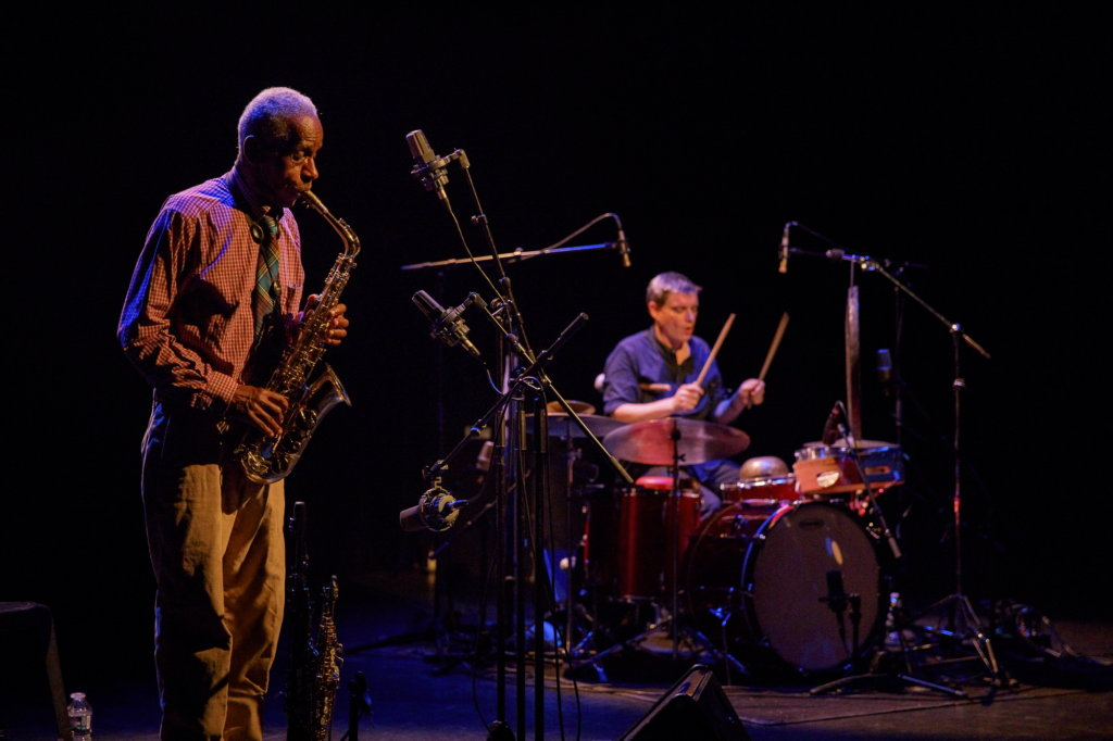 Roscoe Mitchell et Will Guthrie. Photo Rémi Angeli.