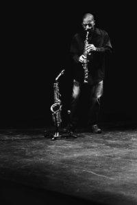 Fred Jackson en dresseur de saxo. © Mateo Belotti