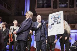 Siggi Loch et l'un des plus fidèles musiciens du label, le tromboniste Nils Landgren, lors de la soirée du 25e anniversaire d'ACT Music.